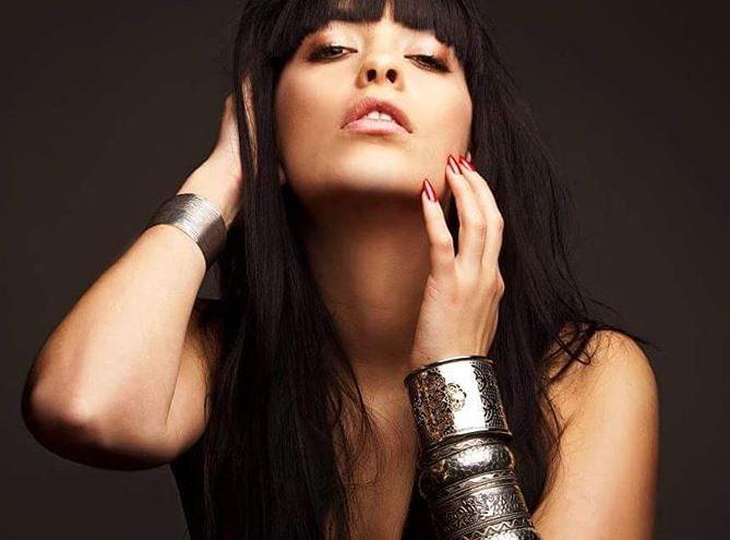 VIP Crossing - Thitia Marquez