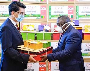 Rajoelina offre 118 cartons de Covid-Organics