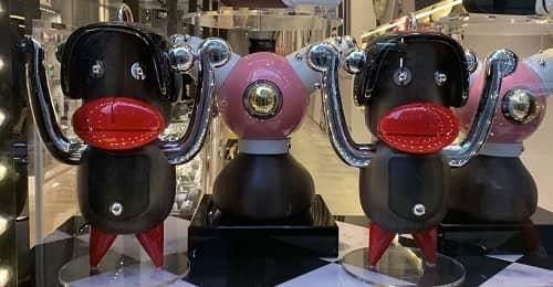 Les portes-clés de Prada qui rappelle les caricatures du blackface, procédé raciste.